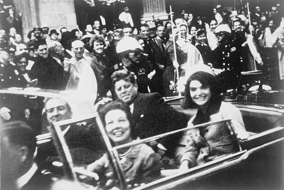 J.F. Kennedy quelques instants avant le drame.