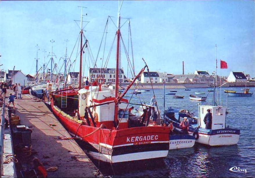 "Le ""Kergadec"" à Kérity. Carte postale Combier."