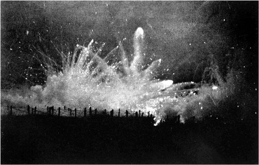 Tir de barrage allemand pendant la Deuxième bataille d'Ypres.