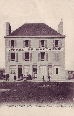 L'hôtel de Bretagne avant 1907. Carte postale édité par P. Volant