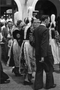 Mariage à l'hôtel Moguérou en 1939. Archives du Musée des arts et traditions populaires