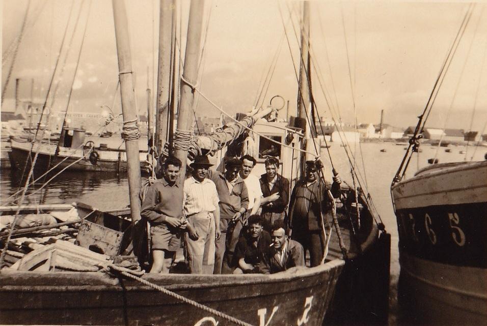 5e à gauche André Bodéré, 6e François Hélias, accroupi 2e Jos Cadiou - Copie