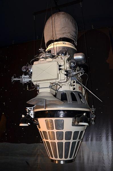 397px-Luna_9_Musee_du_Bourget_P1010505 maquette, ph Pline
