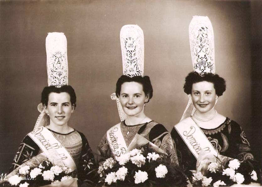 marie-therese-courrot-reine-penmarch-1955-x-lagatu-a-gauche-x-loussouarn-a-droite