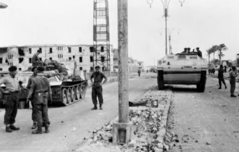british_tanks_in_port_said-imperial-war-museum