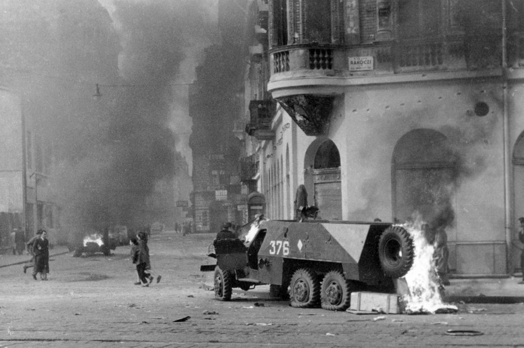 budapest-vii-rakoczi-ut-akacfa-utca-sarok-ego-szovjet-btr-152-pancelozott-csapatszallito-ja